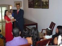 Linda imagen de los recien casados y sus hijos