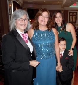 Con la madre, la hermana y el sobrino de Andrés