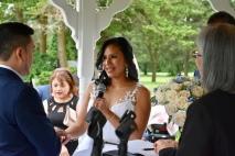 La novia diciendo sus votos matrimoniales