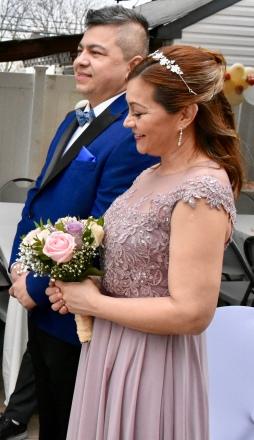 Una simpatica pareja sonriente en toda la ceremonia