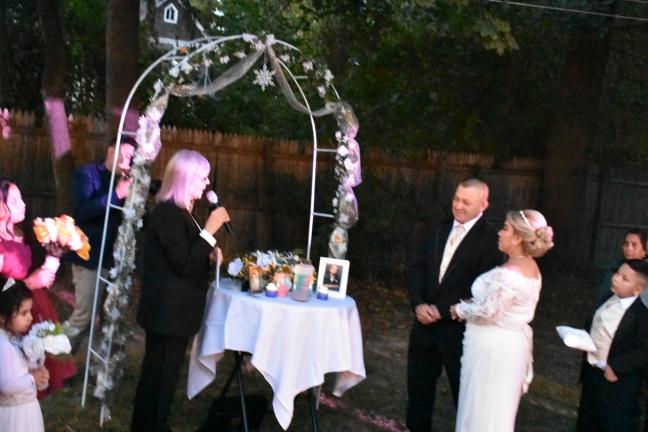 Y los declaro legalmente casados...