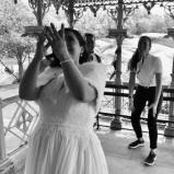 La novia Maria (mayo 2019) les tira su ramo