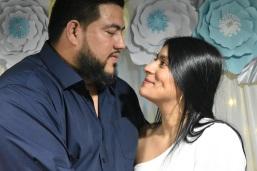 Una mirada de amor de los recién casados