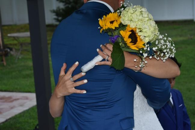 """El gran abrazo al oir """"legalmente casados"""""""