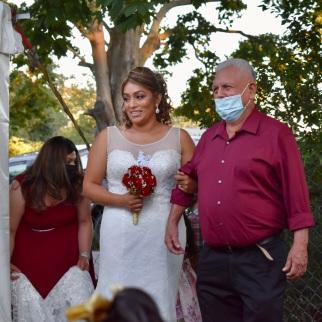 La novia entrando con su padre